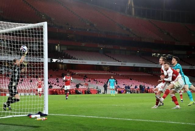 Arsenal 0-3 Liverpool: Bùng nổ trong 18 phút - 4