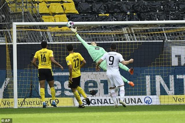 Bayern Munich tiến sát ngôi vô địch, Haaland bất lực cùng Dortmund - 6