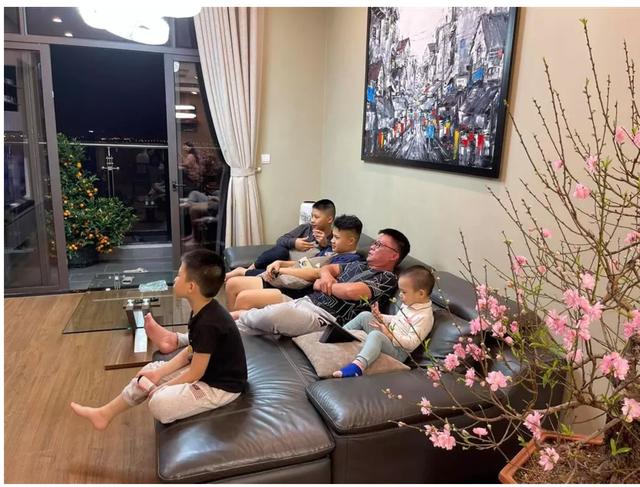 Ông bố đông con nhất VTV: Vợ chồng lục đục suốt ngày vì chuyện con cái - 2