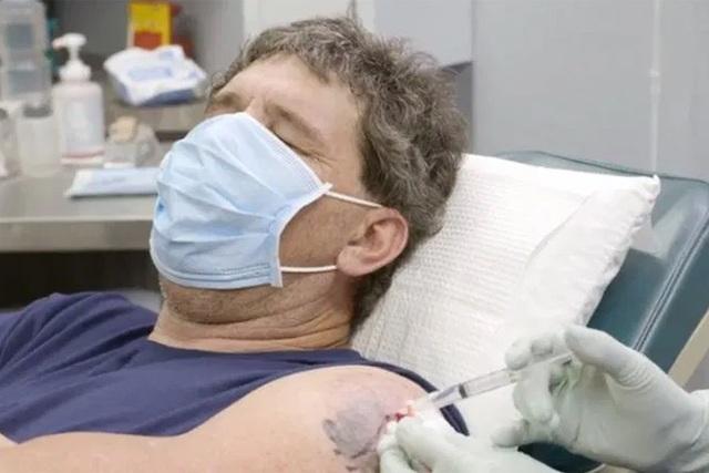Bác sĩ dùng thìa phẫu thuật thành công cho bệnh nhân - 1