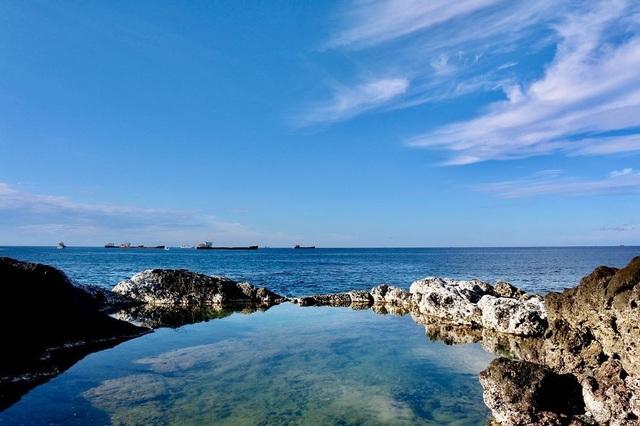 Độc lạ hồ bơi nổi trên biển đẹp như trời Âu ở Bình Thuận - 2