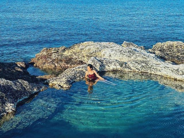 Độc lạ hồ bơi nổi trên biển đẹp như trời Âu ở Bình Thuận - 3