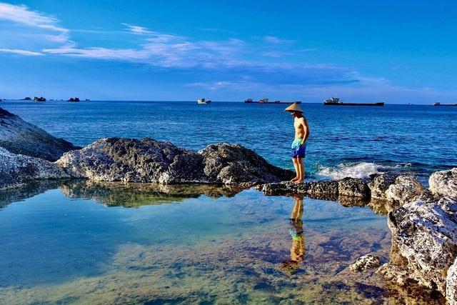 Độc lạ hồ bơi nổi trên biển đẹp như trời Âu ở Bình Thuận - 7