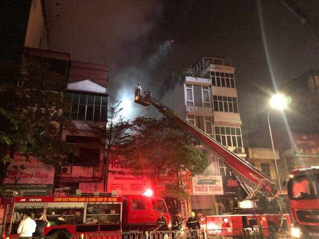 Hà Nội: Cháy lớn ở cửa hàng đồ sơ sinh, 4 người trong gia đình tử vong - 2