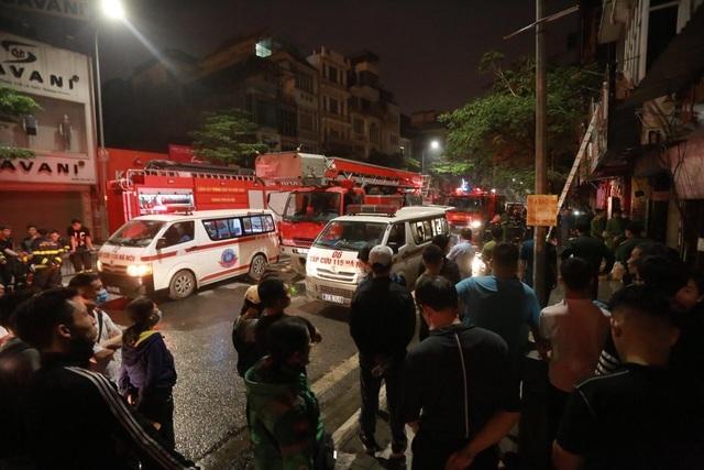 Hà Nội: Cháy lớn ở cửa hàng đồ sơ sinh, 4 người trong gia đình tử vong - 3