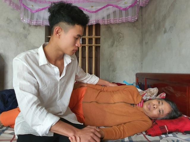 Bạn đọc Dân trí giúp đỡ chàng trai  hơn 100 triệu đồng chăm mẹ ung thư - 2