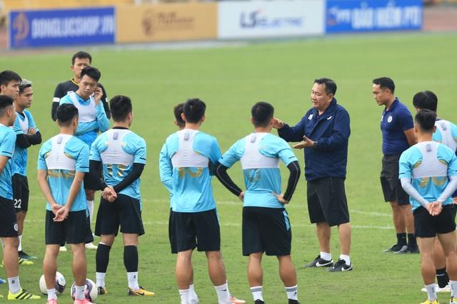 HLV Hoàng Văn Phúc chính thức ra mắt CLB Hà Nội - 2