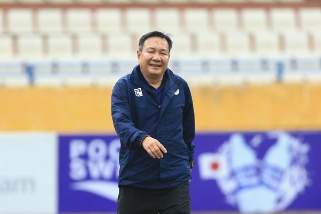 HLV Hoàng Văn Phúc chính thức ra mắt CLB Hà Nội - 1