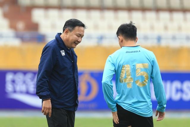 HLV Hoàng Văn Phúc chính thức ra mắt CLB Hà Nội - 3