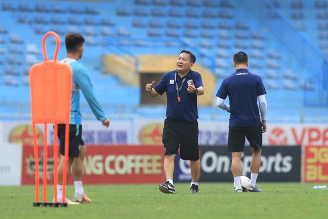 HLV Hoàng Văn Phúc chính thức ra mắt CLB Hà Nội - 5