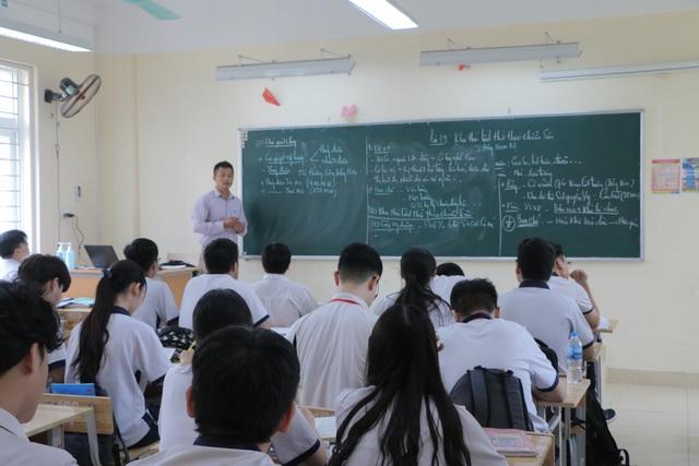 Cấm phê bình học sinh trước lớp: Giáo viên bị tước công cụ giáo dục? - 1