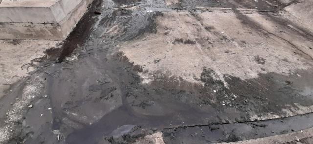 Kinh hãi nước thải đen ngòm chảy thẳng ra sông  - 4