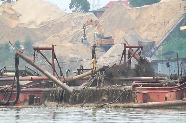 Từ vụ thầu mỏ cát giá khủng, vén màn bức tranh tối màu khai thác cát - 2