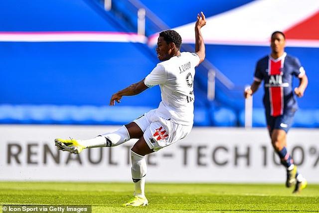 Neymar bị đuổi khỏi sân, PSG mất ngôi đầu bảng về tay kình địch Lille - 2
