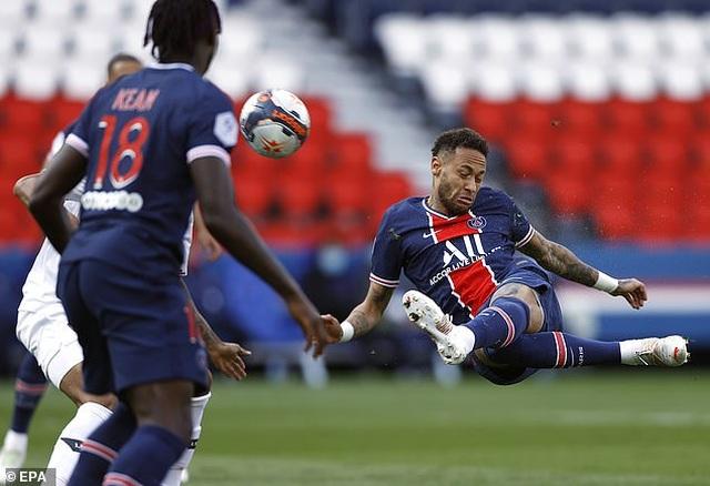 Neymar bị đuổi khỏi sân, PSG mất ngôi đầu bảng về tay kình địch Lille - 1