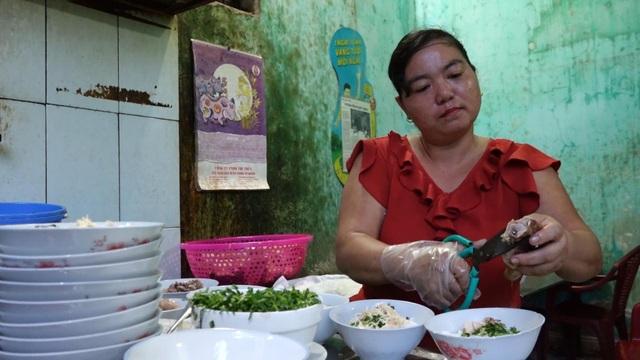 Quán phở 5000 đồng: 16 năm không tăng giá, ngày bán 500 bát ở Nam Định - 1