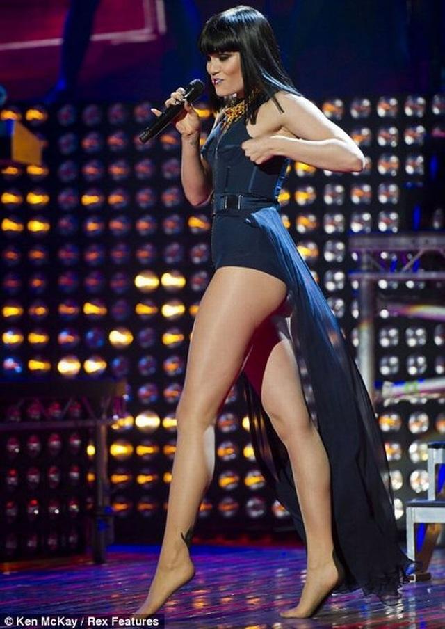 Hé lộ bạn trai gốc Việt bốc lửa của ca sĩ Jessie J - 8