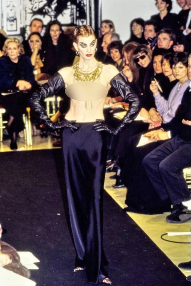 12 khoảnh khắc ngực trần gây chấn động sàn catwalk - 5