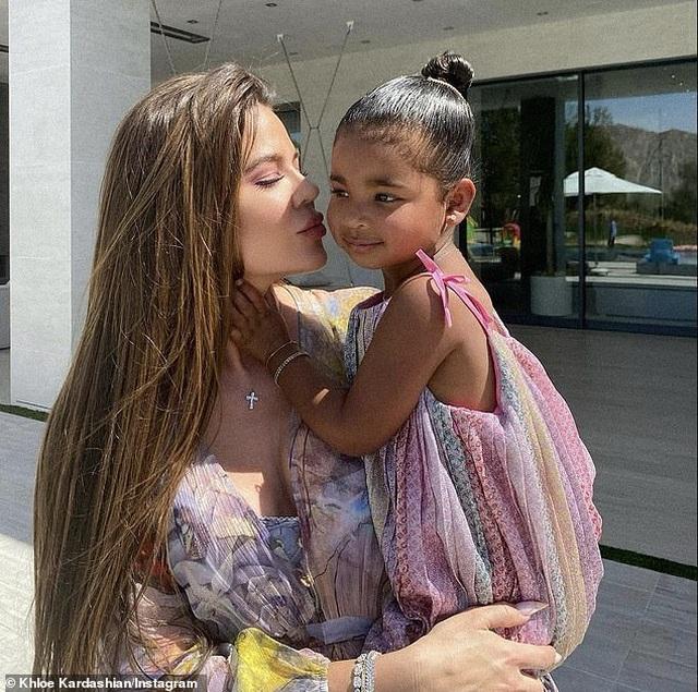 Lễ Phục sinh xa hoa của gia đình Kardashian - 2