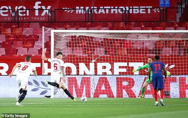 Luis Suarez gây thất vọng, Atletico thua cay đắng Sevilla - 2