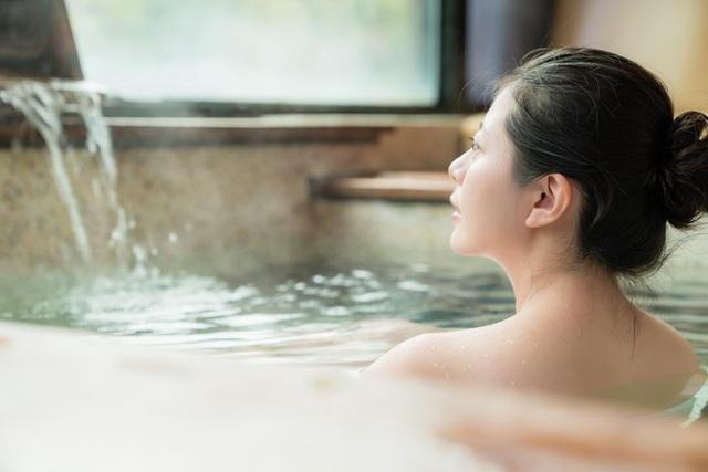 Chuyên gia onsen chỉ cách tắm khoáng nóng chuẩn Nhật tại nhà - 2