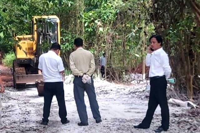Lén lút chôn 138 con heo, chủ trại bị phạt kịch khung 8 triệu đồng - 3