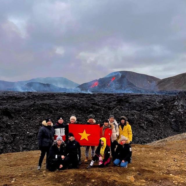 Cô gái Việt kể trải nghiệm ngắm núi lửa độc đáo 6000 năm mới có - 3