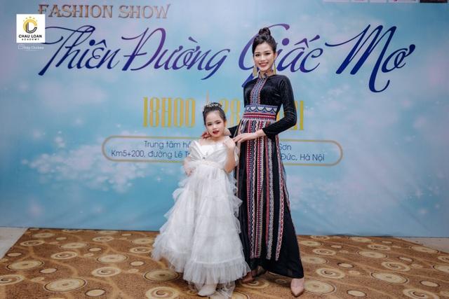 Á hậu nhí Thế giới Trần Thị Hoàng Vân hát mở màn show diễn Thiên đường giấc mơ - 4