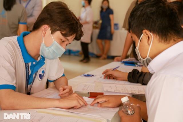 Thủ khoa thi Đánh giá năng lực ĐH Quốc gia TP.HCM đạt trên 1.100 điểm - 1