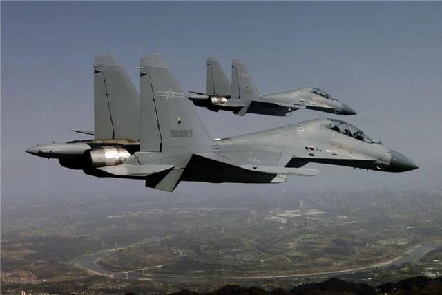 Máy bay Trung Quốc dồn dập áp sát Đài Loan - 1