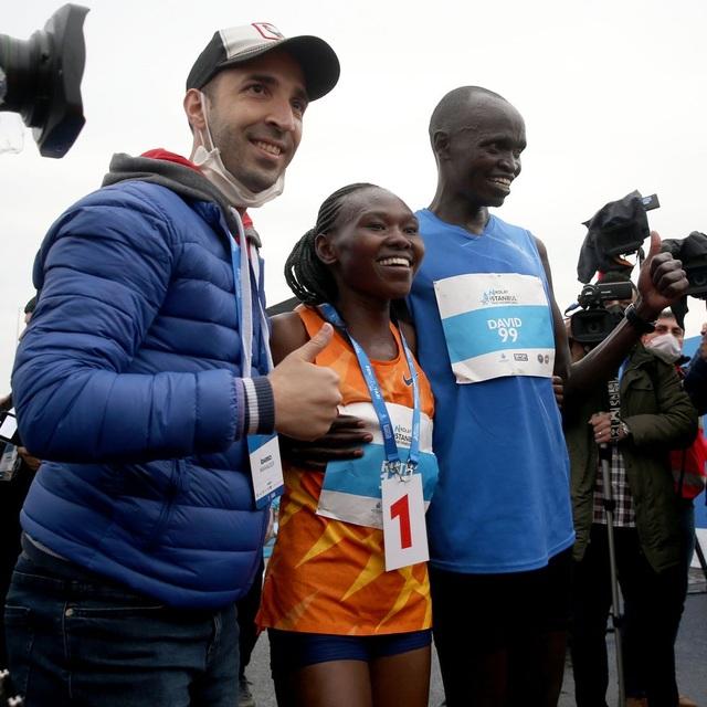 VĐV người Kenya phá sâu kỷ lục thế giới bán marathon nữ ở cự ly 21km - 1