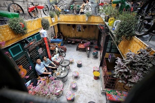 Những quán cà phê làm từ đồ tái chế, kêu gọi bảo vệ môi trường ở Hà Nội - 1