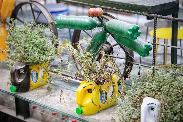 Những quán cà phê làm từ đồ tái chế, kêu gọi bảo vệ môi trường ở Hà Nội - 3
