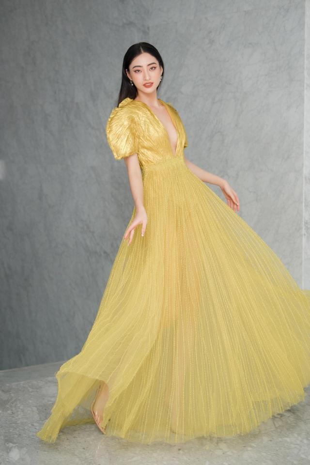 Hoa hậu đua nhau diện váy xẻ sâu khoe vòng 1 gợi cảm - 1