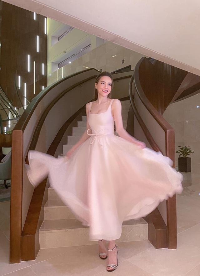 Hoa hậu đua nhau diện váy xẻ sâu khoe vòng 1 gợi cảm - 4