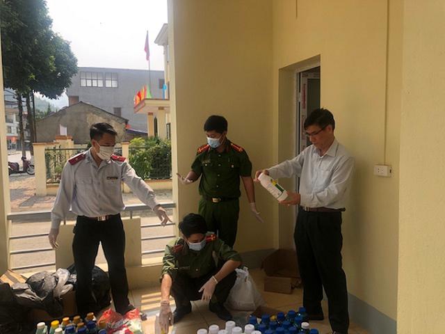 Lào Cai: Thu giữ nhiều thuốc sâu, thuốc diệt cỏ cực độc bán trái phép - 1