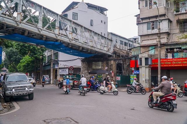 Thêm một vòm cầu trăm tuổi phố Phùng Hưng được đục thông - 1