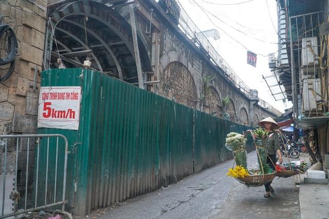Thêm một vòm cầu trăm tuổi phố Phùng Hưng được đục thông - 2