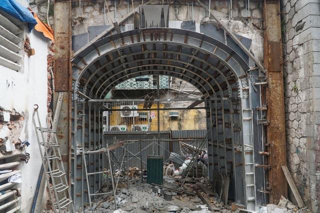 Thêm một vòm cầu trăm tuổi phố Phùng Hưng được đục thông - 3
