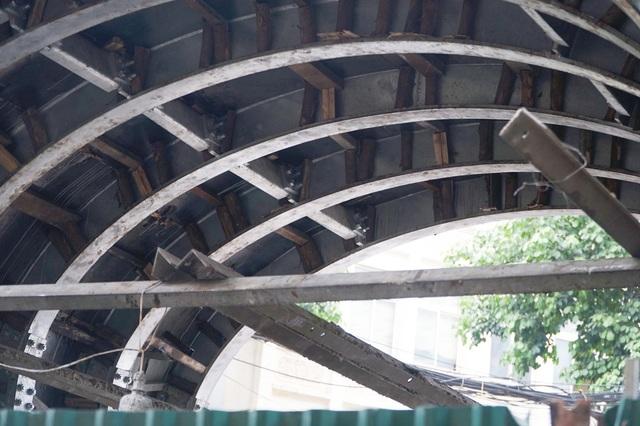 Thêm một vòm cầu trăm tuổi phố Phùng Hưng được đục thông - 5