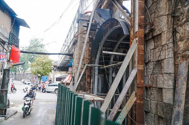 Thêm một vòm cầu trăm tuổi phố Phùng Hưng được đục thông - 6