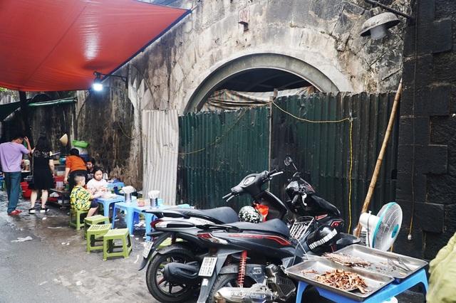 Thêm một vòm cầu trăm tuổi phố Phùng Hưng được đục thông - 8