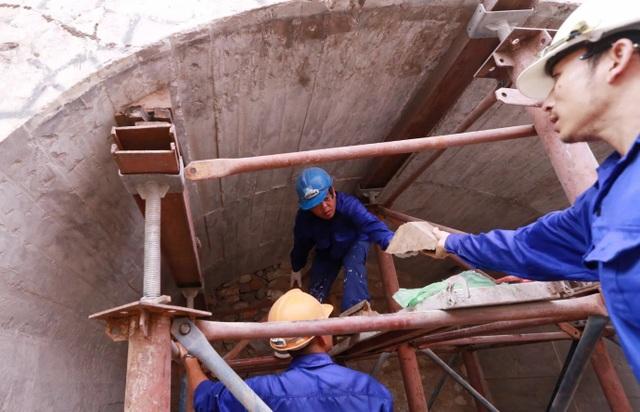 Thêm một vòm cầu trăm tuổi phố Phùng Hưng được đục thông - 9