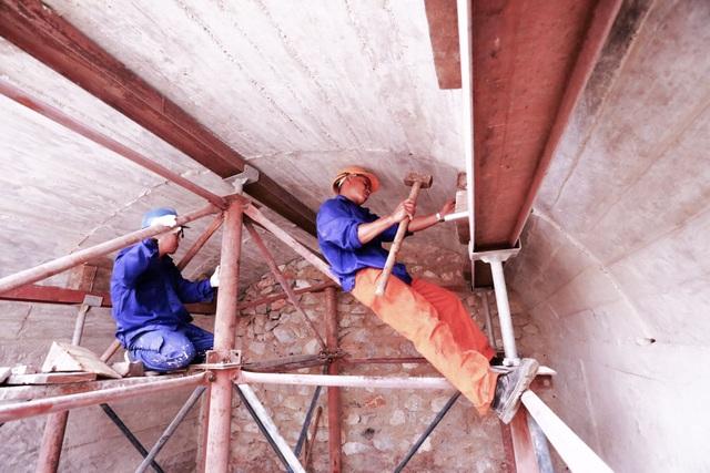 Thêm một vòm cầu trăm tuổi phố Phùng Hưng được đục thông - 10