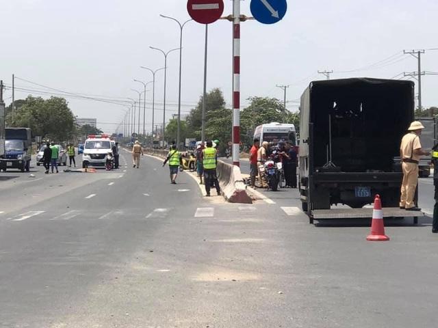 Xe máy chạy ngược chiều cắm đầu vào xe khách, 2 người tử vong tại chỗ - 4