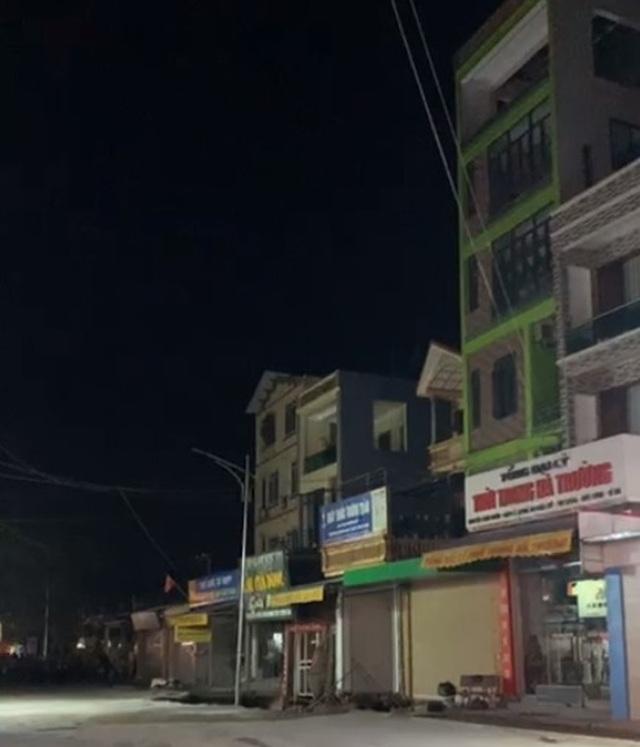 Hà Nội: Xuất hiện hố tử thần sâu 5m, rộng 30m2, nuốt nhà dân - 2