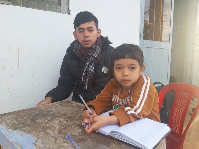Bạn đọc báo Dân trí giúp đỡ anh em mồ côi hơn 158 triệu đồng - 2