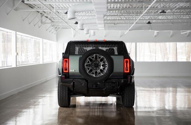 Hummer EV SUV mỗi lần sạc điện chạy được gần 500km - 10