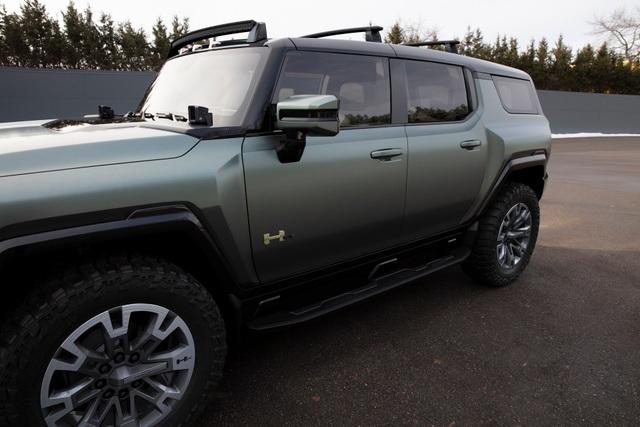 Hummer EV SUV mỗi lần sạc điện chạy được gần 500km - 34