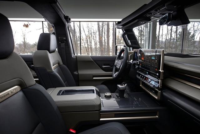 Hummer EV SUV mỗi lần sạc điện chạy được gần 500km - 16